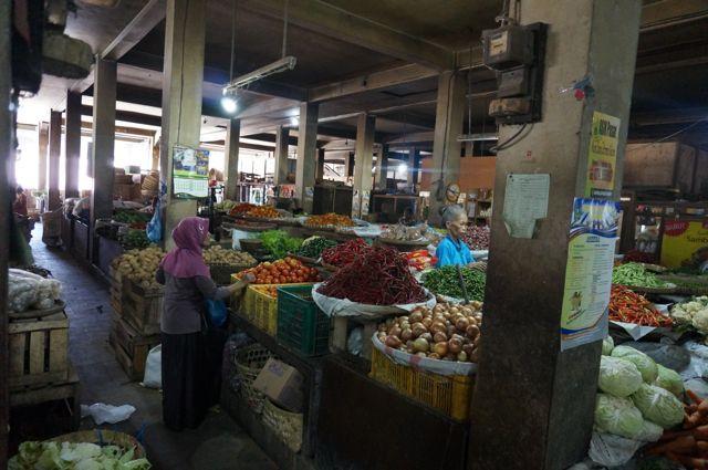 Un tas de sortes de fruits et de légumes qu'on ne connait même pas.