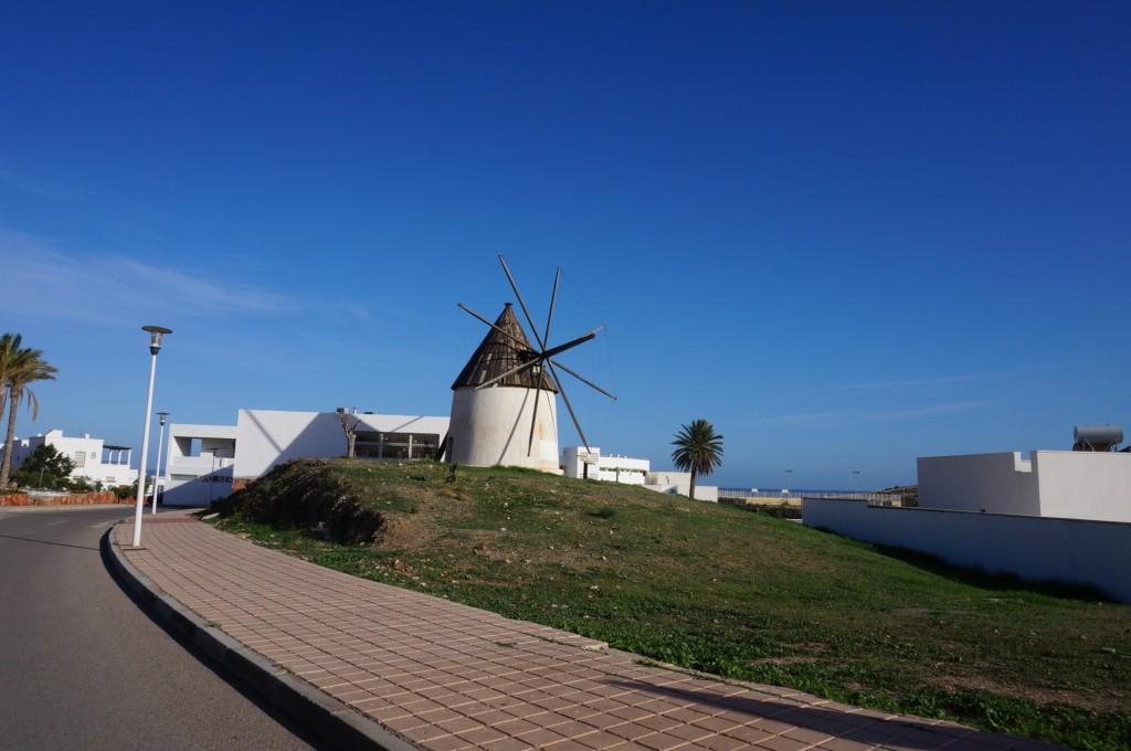 Cabo De Gata - On retrouvait un peu partout ce genre de petit moulin